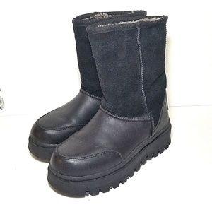 Skechers Outdoor women's boots black size 6 pullon